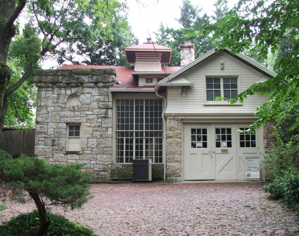 The Benton Carriage House